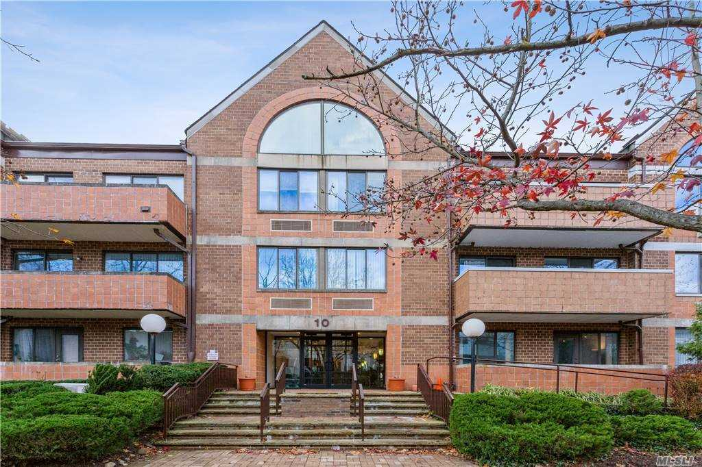 Property for sale at 10 Canterbury Road Unit: 2B, Great Neck,  New York 11021