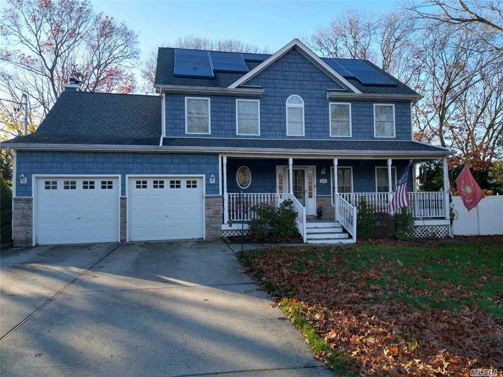 Lowell Ave, Holtsville NY 11742