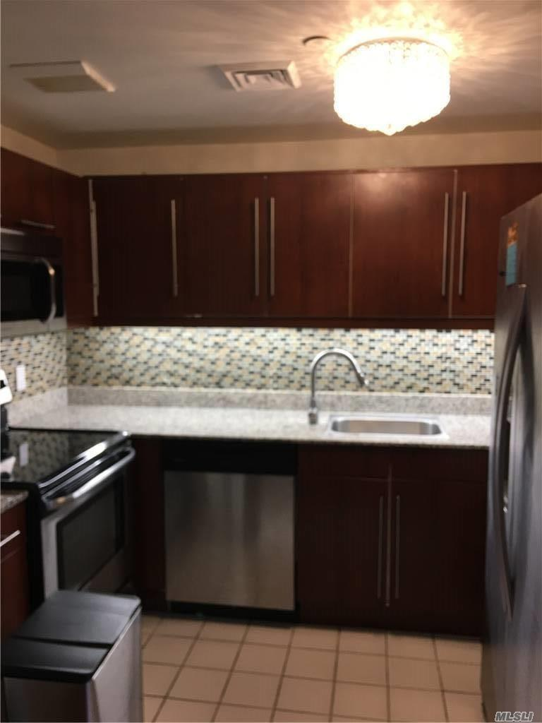 Property for sale at 100 Cuttermill Road Unit: 4D, Great Neck,  New York 11021