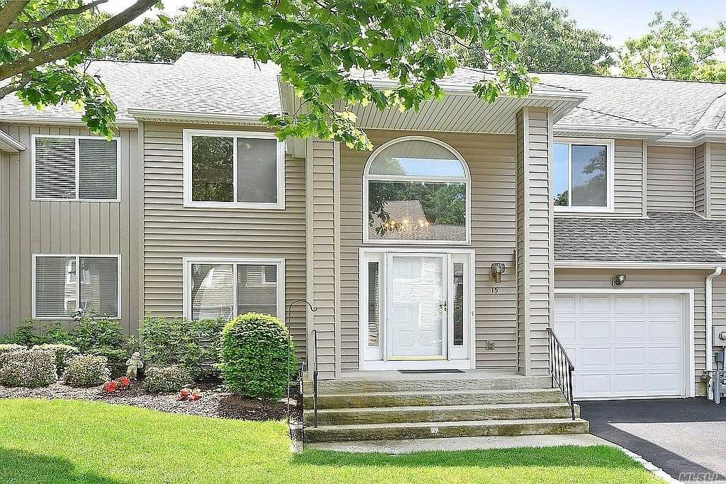 Property for sale at 15 Stone Gate Court, Smithtown,  New York 11787