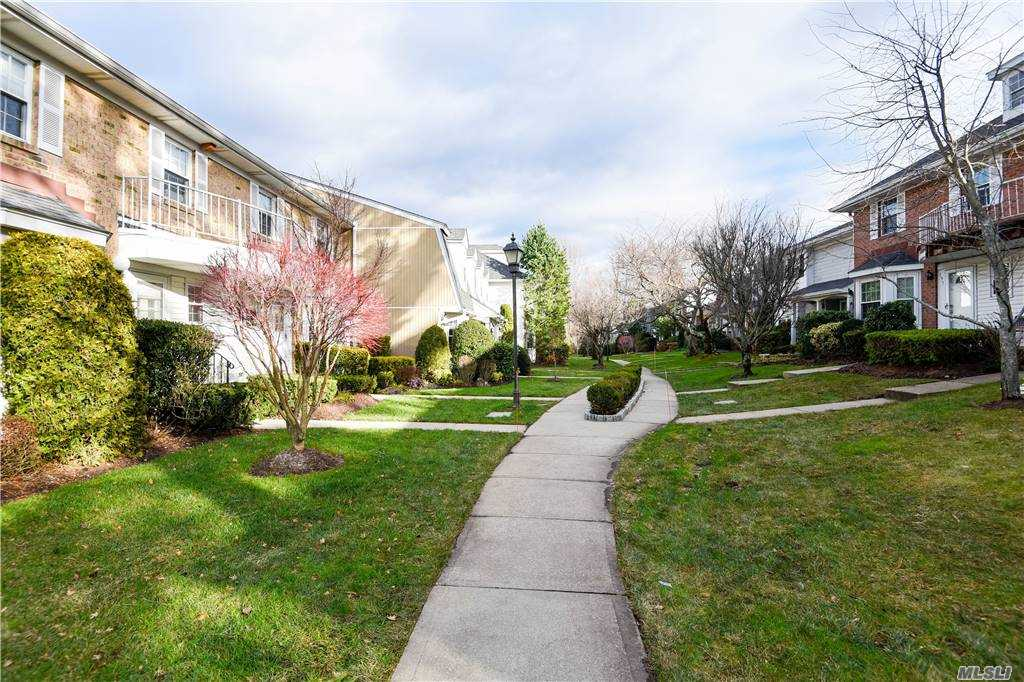 Property for sale at 196 Fen Way, Syosset,  New York 11791