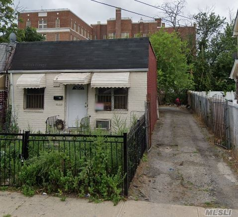 Single Family Watson Place  Queens, NY 11433, MLS-3274512-2