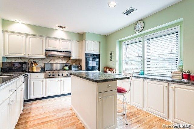 Property for sale at 60 Laurel Crescent, Port Jefferson,  New York 11777