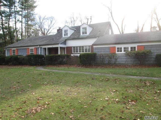 Property for sale at 164 Wildwood Road, Great Neck,  New York 11024