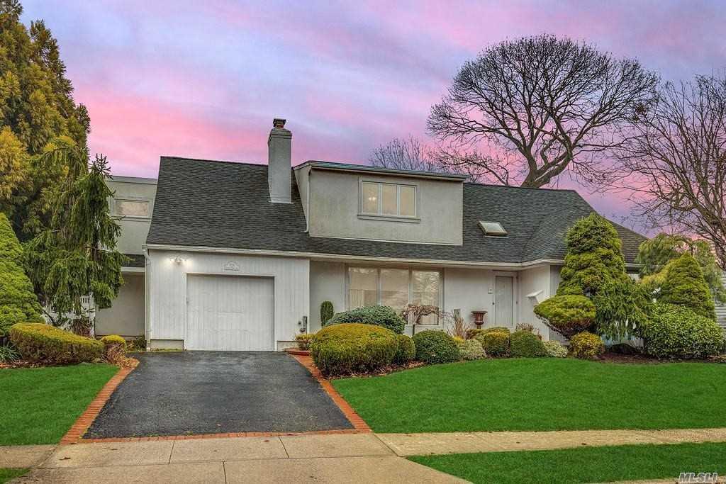 Property for sale at 2135 S Seneca Drive, Merrick,  New York 11566