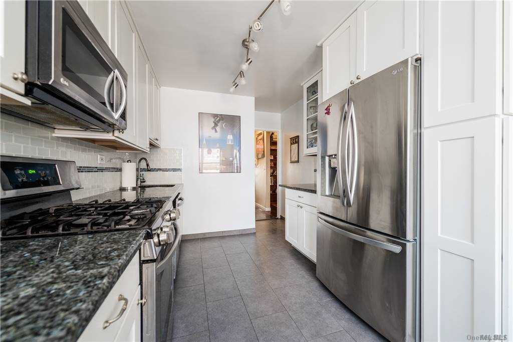 Property for sale at 70-25 Yellowstone Boulevard Unit: 11N, Forest Hills,  New York 11375