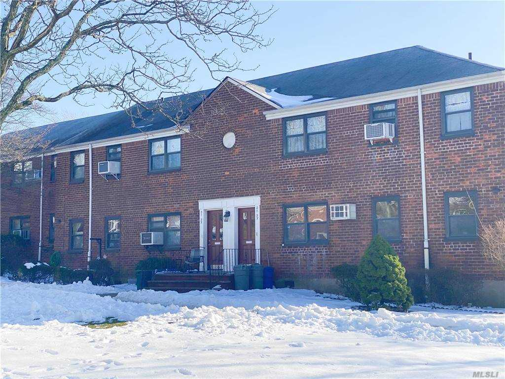The Sunny and Spacious 2 south-facing Bedrooms, 1 full bath with washer and dryer in the unit. This is greater starter space or perfect for downsizing, Move right in to this clean, spacious and well maintained 1st floor unit! Conveniently located to schools, shopping, public transportation-Don't miss out on this extraordinary opportunity!