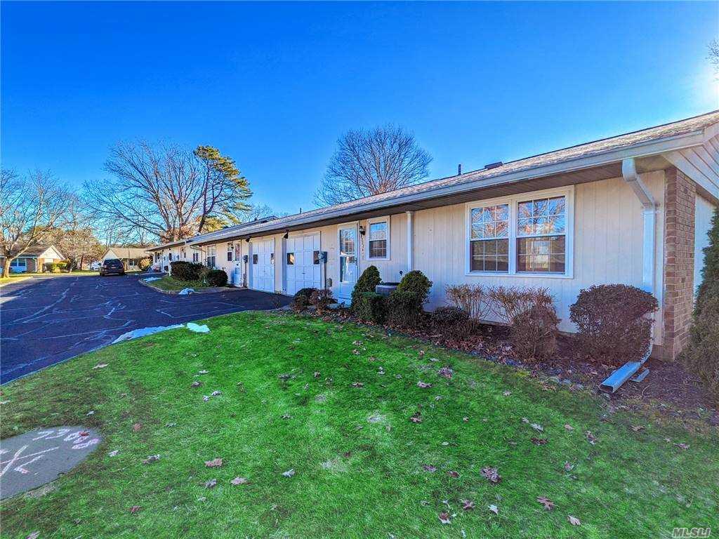 Property for sale at 332 Woodbridge Drive Unit: A, Ridge,  New York 11961