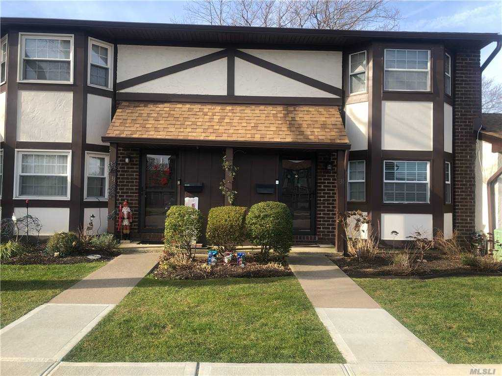Property for sale at 133 Greenmeadow Drive Unit: 133, Deer Park,  New York 11729