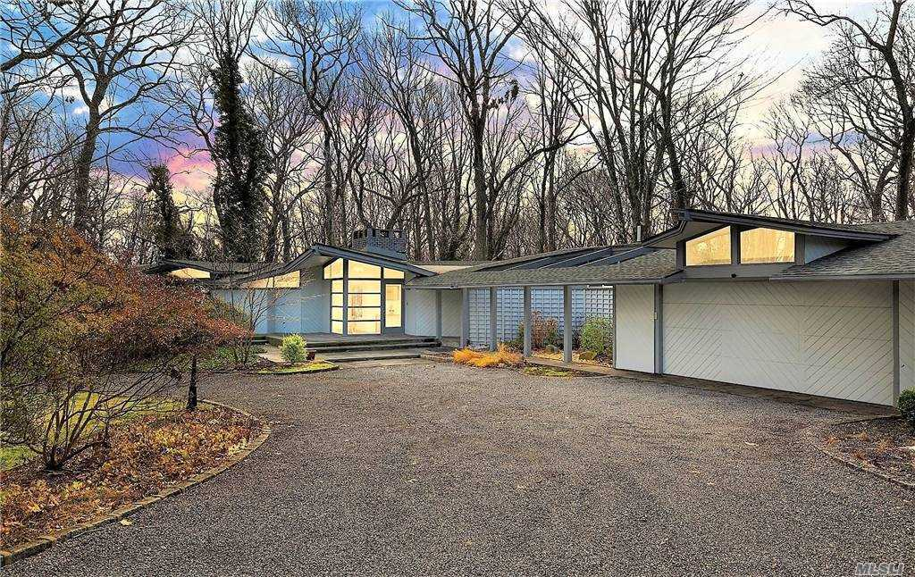 Property for sale at 4 Coon Hollow Road, Lloyd Neck,  New York 11743