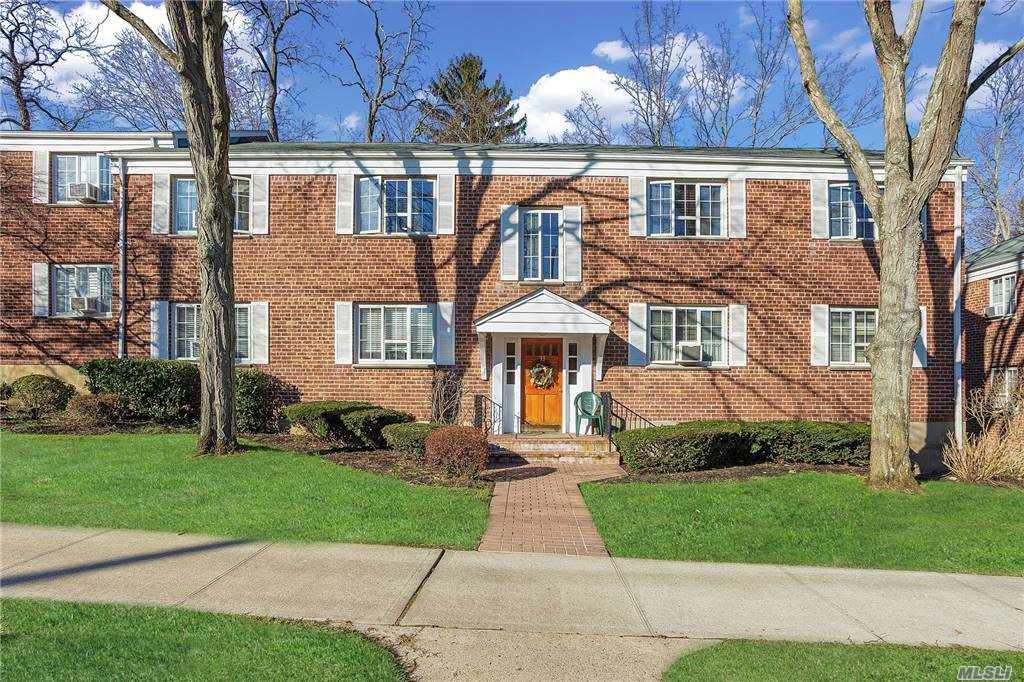 Property for sale at 33 Nathan Hale Drive Unit: 27B, Huntington,  New York 11743