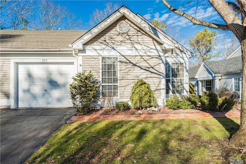 Property for sale at 255 Glen Drive, Ridge,  New York 11961