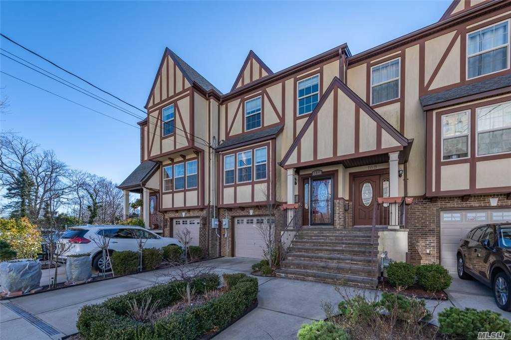 Property for sale at 170 Scranton, Lynbrook,  New York 11563