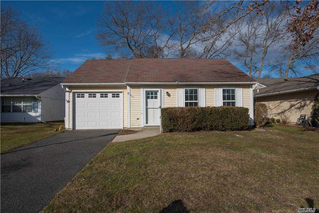 Property for sale at 344 Edinburgh Dr, Ridge,  New York 11961