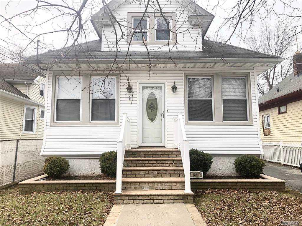 Single Family in Staten Island - Orange Avenue  Staten Island, NY 10302