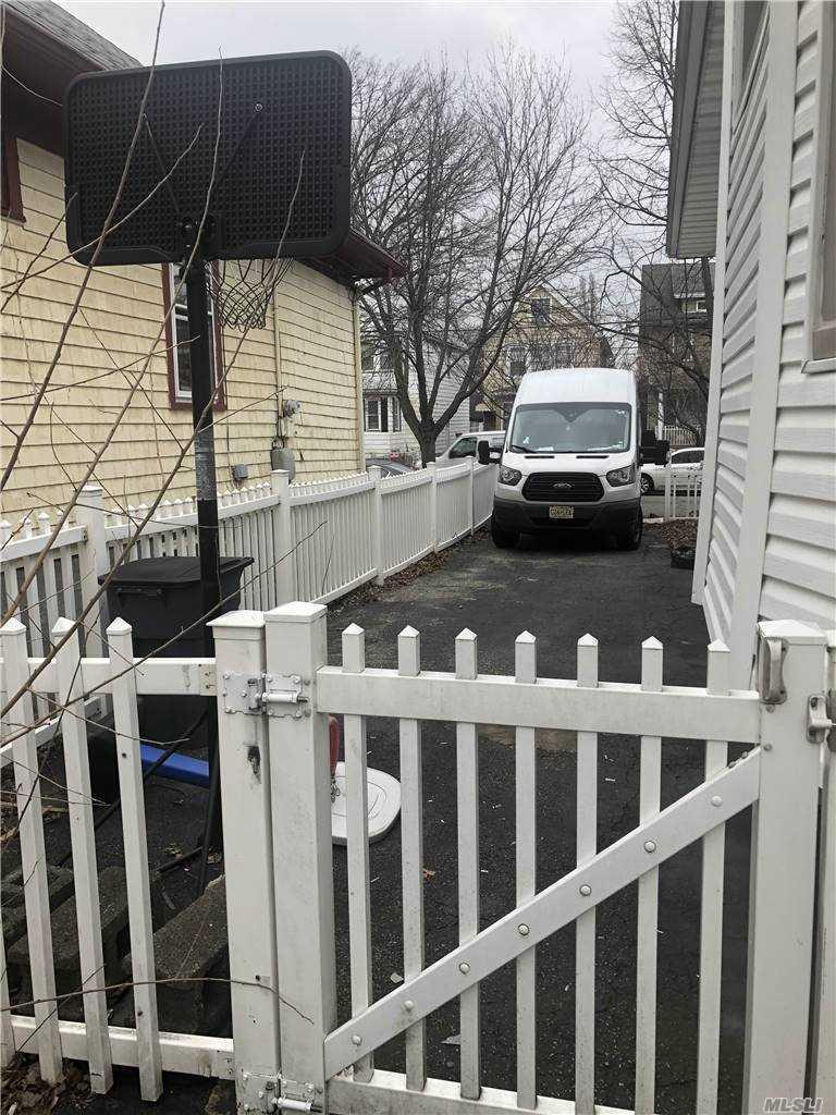 Single Family Orange Avenue  Staten Island, NY 10302, MLS-3281732-10