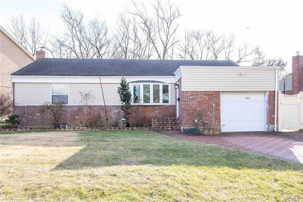 Homes for sale - 1769 Harriet Street, Elmont, NY 11003 – MLS#328194...