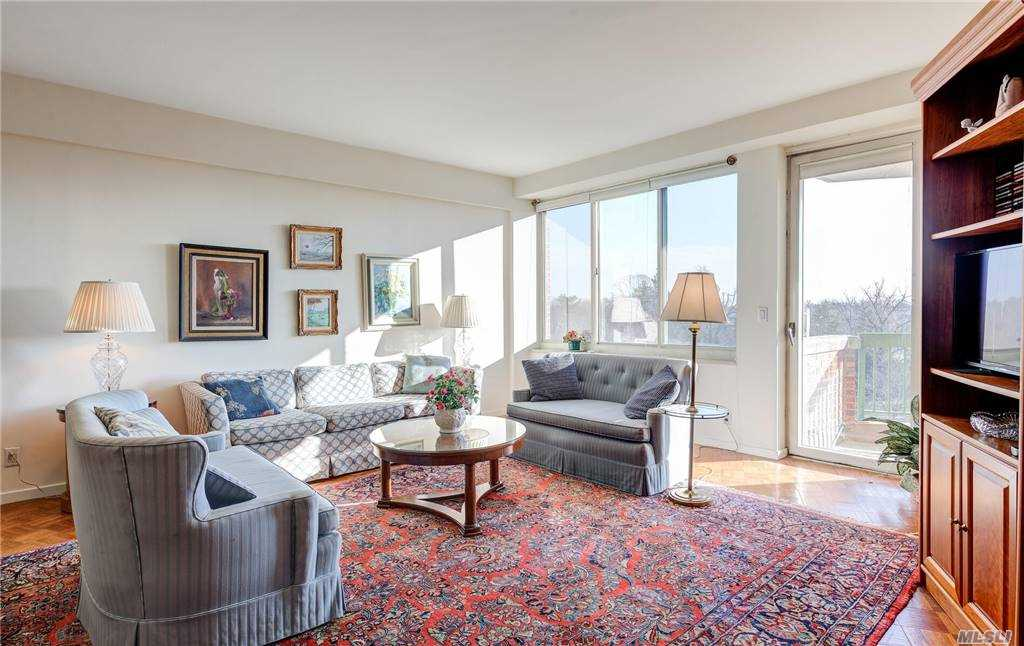 Property for sale at 100 Hilton Avenue Unit: 708, Garden City,  New York 11530