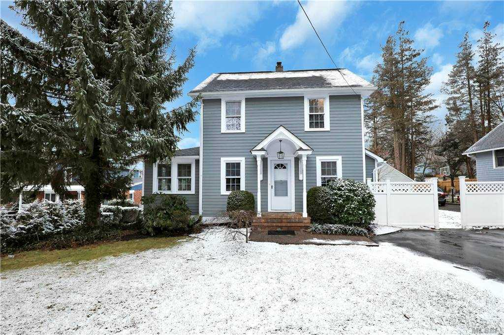Beautiful completely renovated charming home in Kings Park. NEW EVERYTHING! Move right into this 3 bedroom 2.5 bath with full basement! All new appliances! Walking distance to town! Flat property! Private driveway! Call for your private showing! EXTREMELY LOW TAXES!