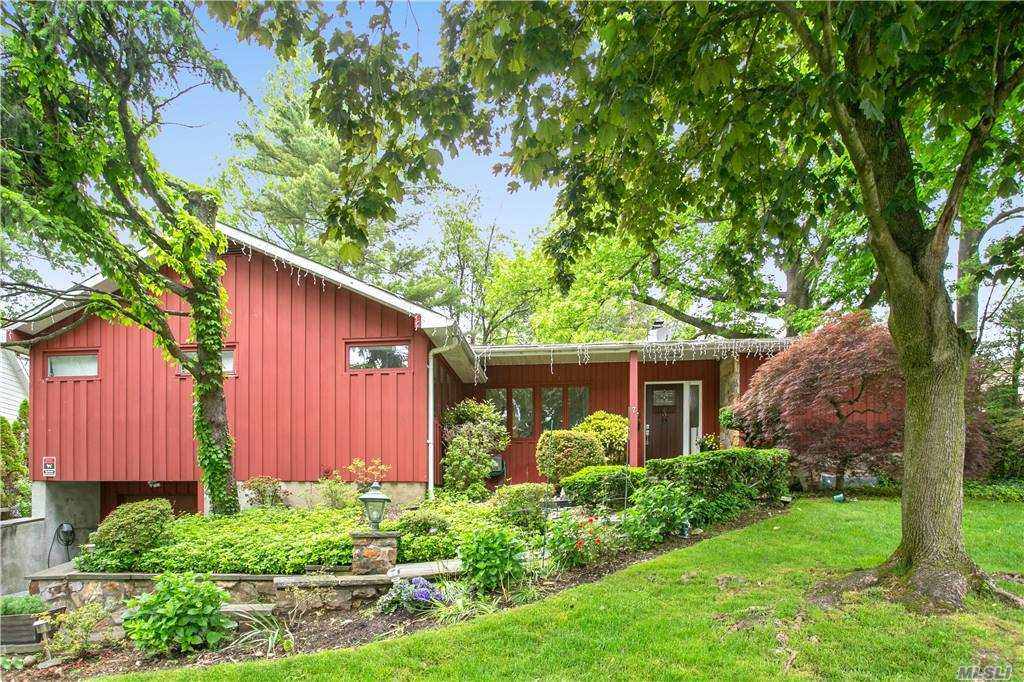 Beautiful Renovated Exp Ranch in The Village Of Lake Success. Great Neck Lakeville Elementary, South Middle/High Schools. Master Bedroom On The 1st Floor, Grohe Hardware With Thermostat Bathroom, Floor Plan, Hardwood Fl Throughout Living Room w/Fireplace, Commercial-Grade Kitchen Dining Room, EIK, Large Sunny Family Room, Full Finished Basement, 2 Car Attached Garage, Cac, Basketball Court In The Backyard. Lake Success Village Amenities: Golf, Tennis, Pool, Private Police