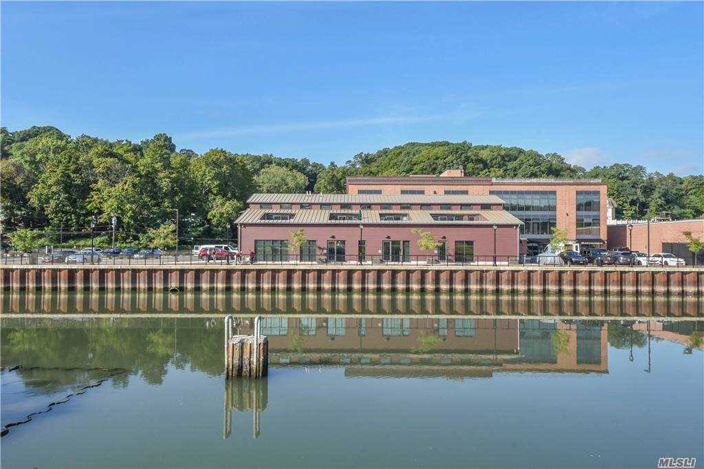 Property for sale at 21 Lumber Road Unit: 3B, Roslyn,  New York 11576