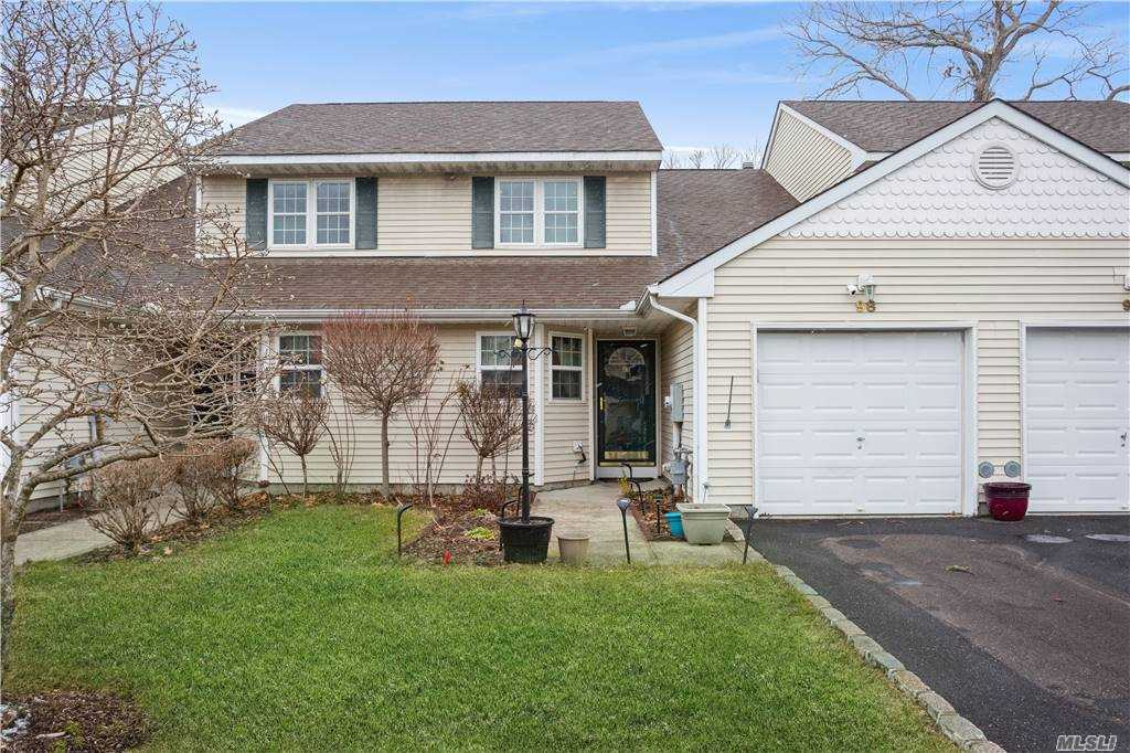Property for sale at 98 Mulberry Cmns, Riverhead,  New York 1