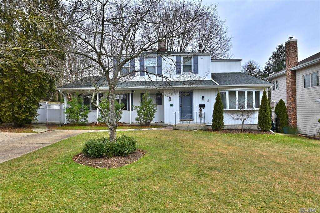 Property for sale at 199 Hillturn Lane, Roslyn Heights,  New York 11577