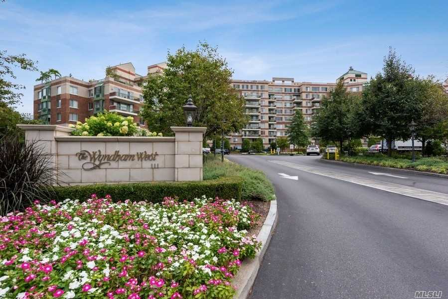 Property for sale at 111 Cherry Valley Avenue Unit: M21, Garden City,  New York 11530