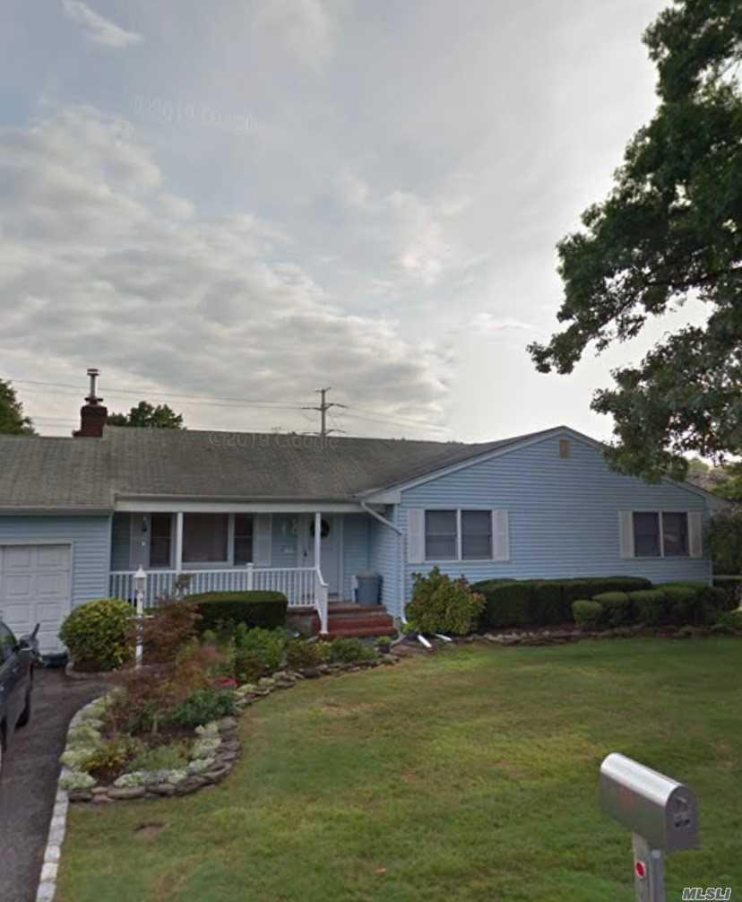 19 Trescott Street, Dix Hills NY 11746