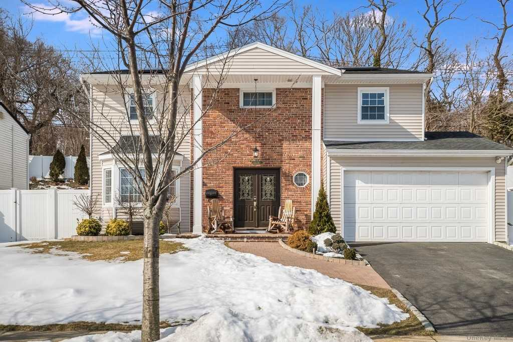 Property for sale at 9 Allen Drive, Locust Valley,  New York 11560