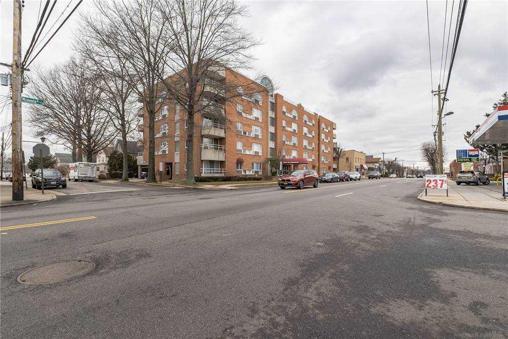 Property for sale at 205 Mineola Boulevard Unit: 5J, Mineola,  New York 11501