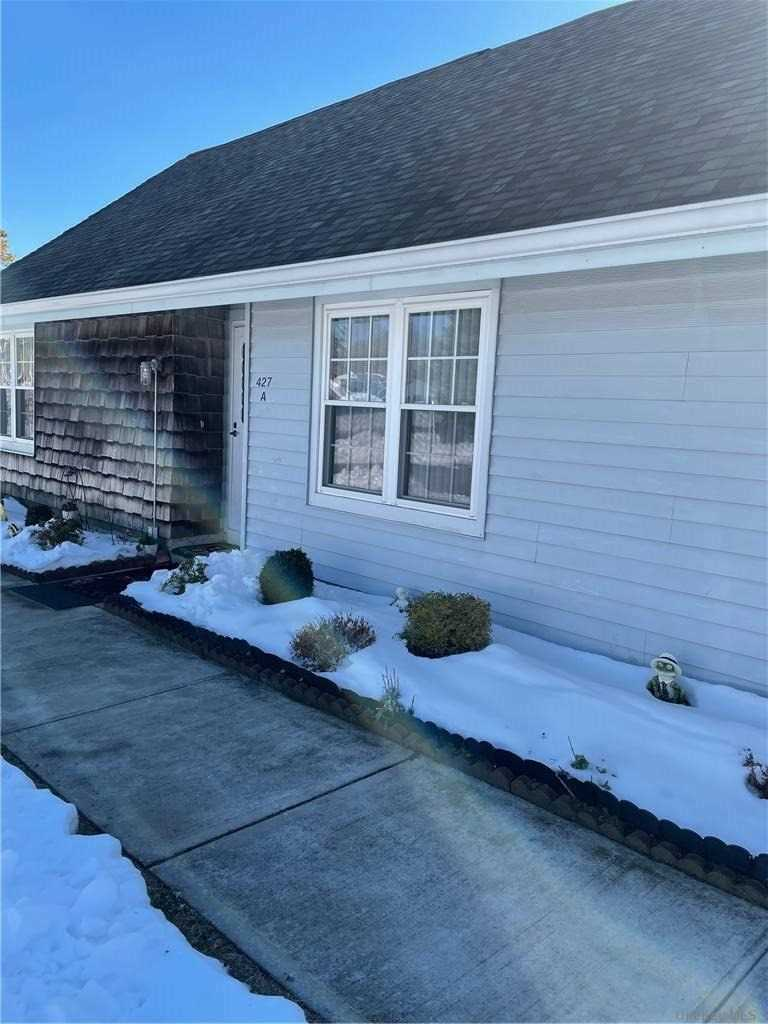 Property for sale at 427 Aylesbury Unit: A, Ridge,  New York 11961