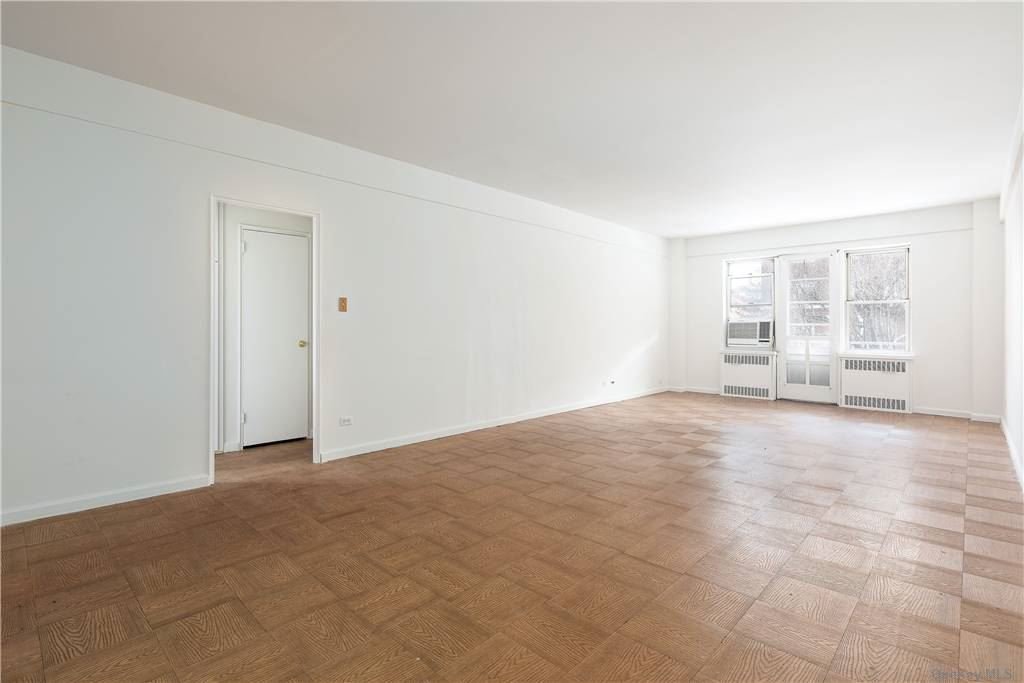 69-10 108th Street 3L, Forest Hills, NY 11375