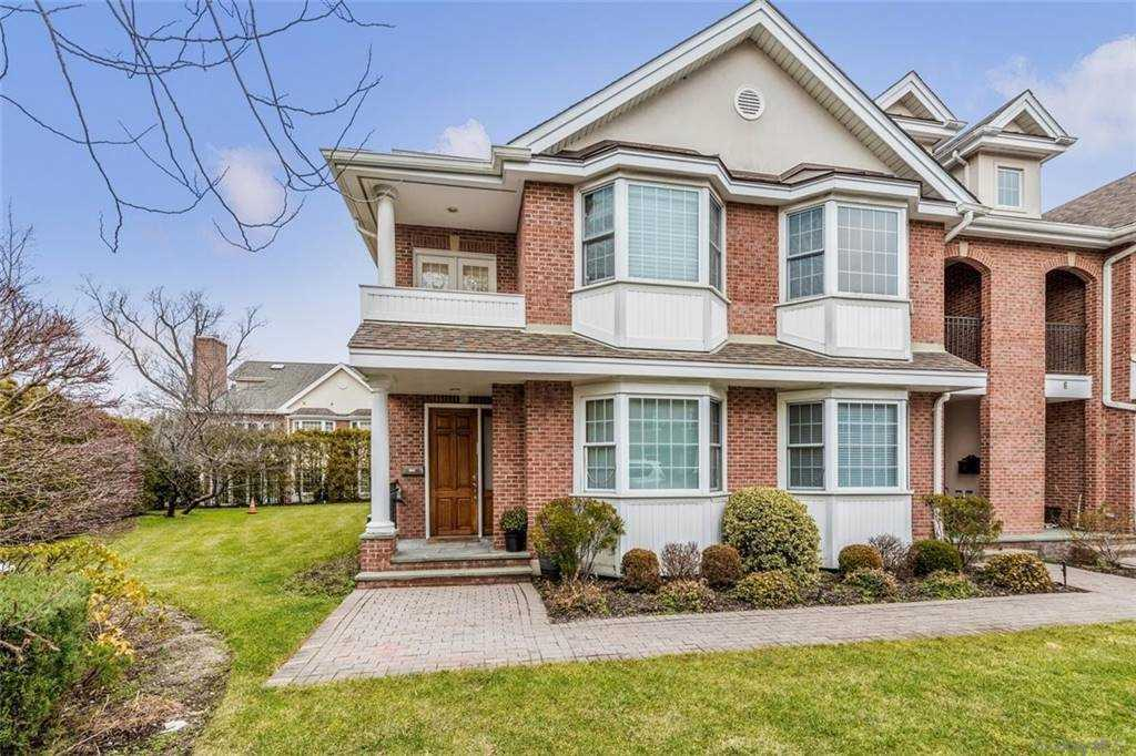 Property for sale at 2 Portico Court, Great Neck,  New York 11021