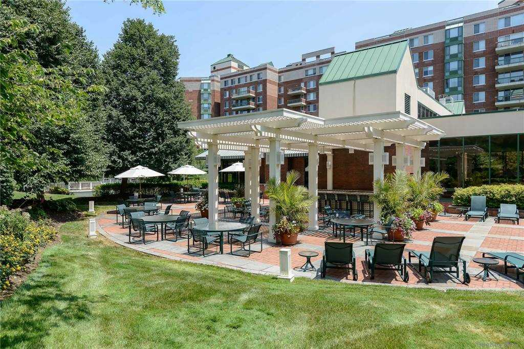 Property for sale at 111 Cherry Valley Avenue Unit: 614W, Garden City,  New York 11530