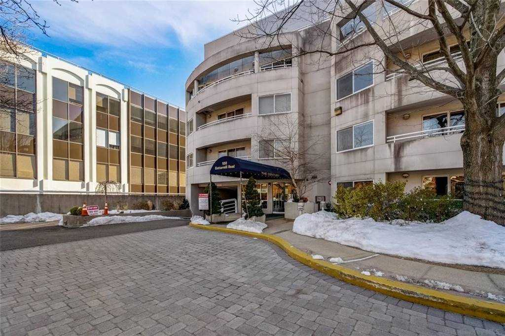 Property for sale at 100 Cuttermill Road Unit: 2E, Great Neck,  New York 11021