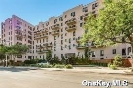Property for sale at 100 W Broadway Unit: 2E, Long Beach,  New York 11561