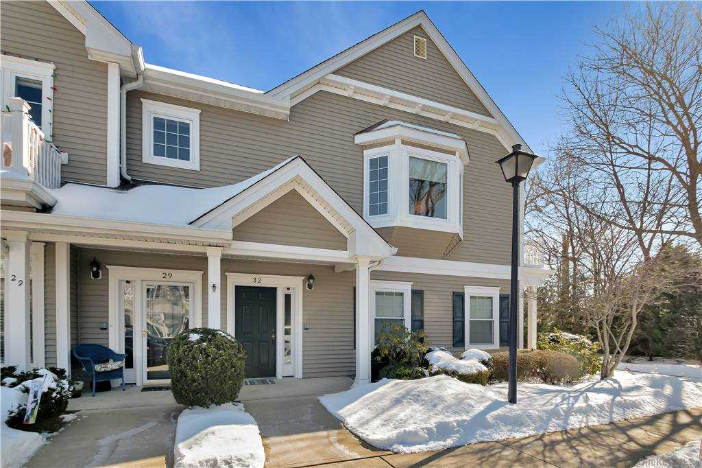 Property for sale at 32 Carolyn Court, Amityville,  New York 11701
