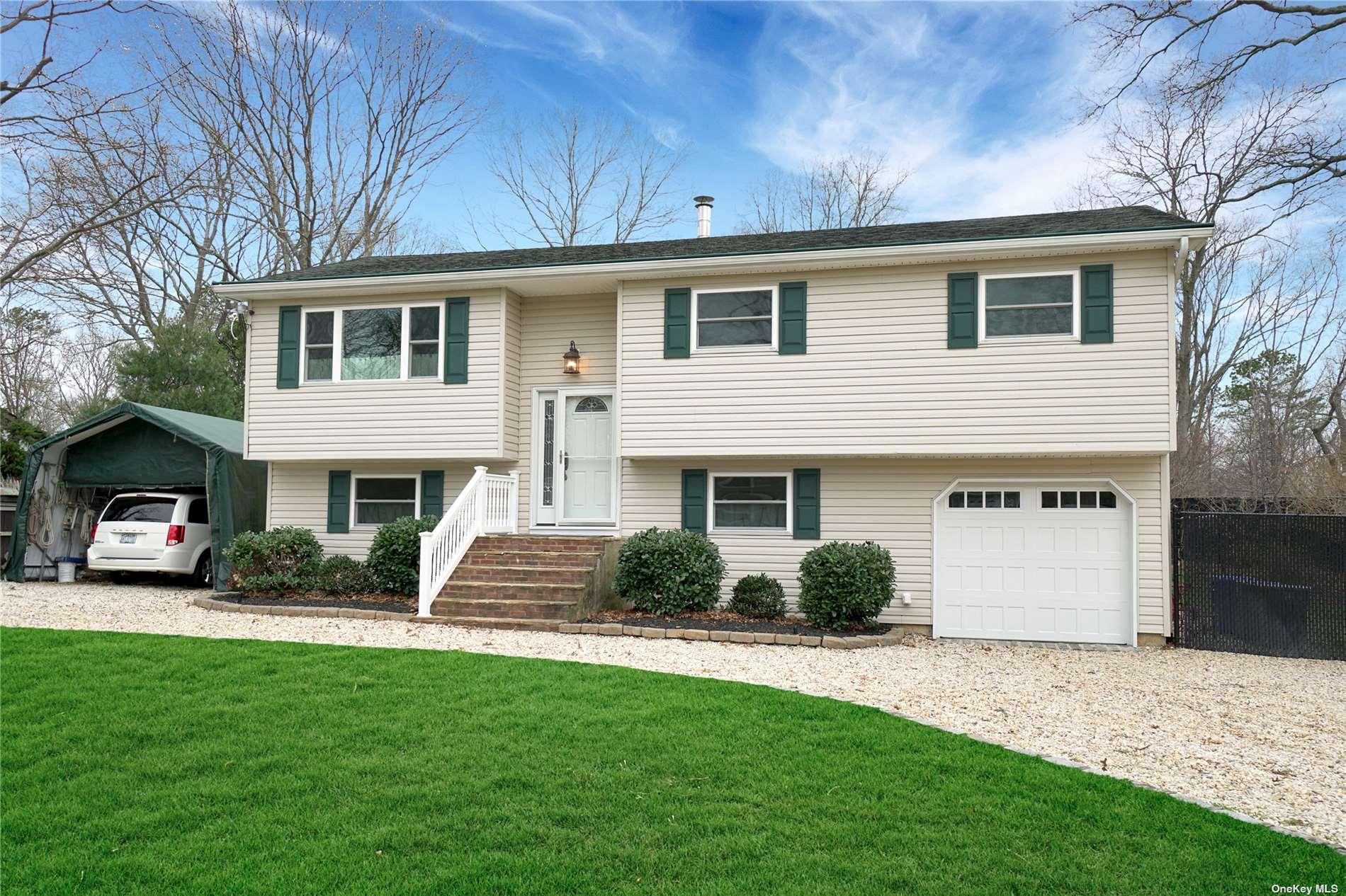 42 Crescent Bow, Ridge NY 11961