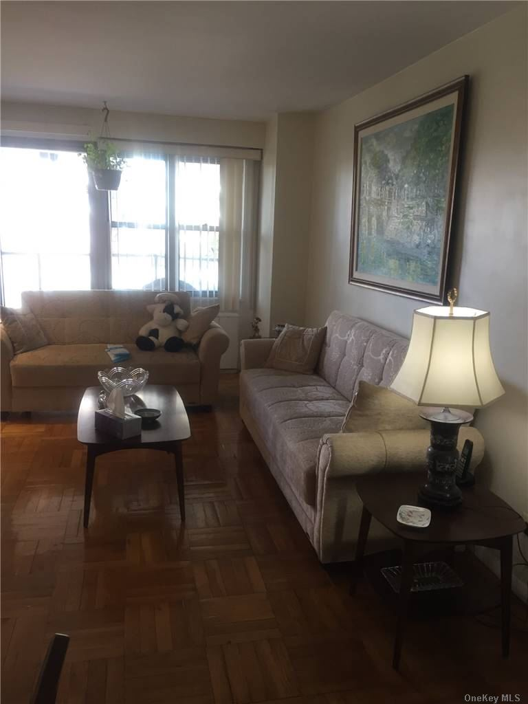 Luxury Building 24 hour doorman Deli, salon, dry cleaner. Heated pool, tennis court, gym, underground garage Beautiful renovated 1 BR with hardwood floors Great view with all glass panels on balcony. New appliances Low maintenance fees