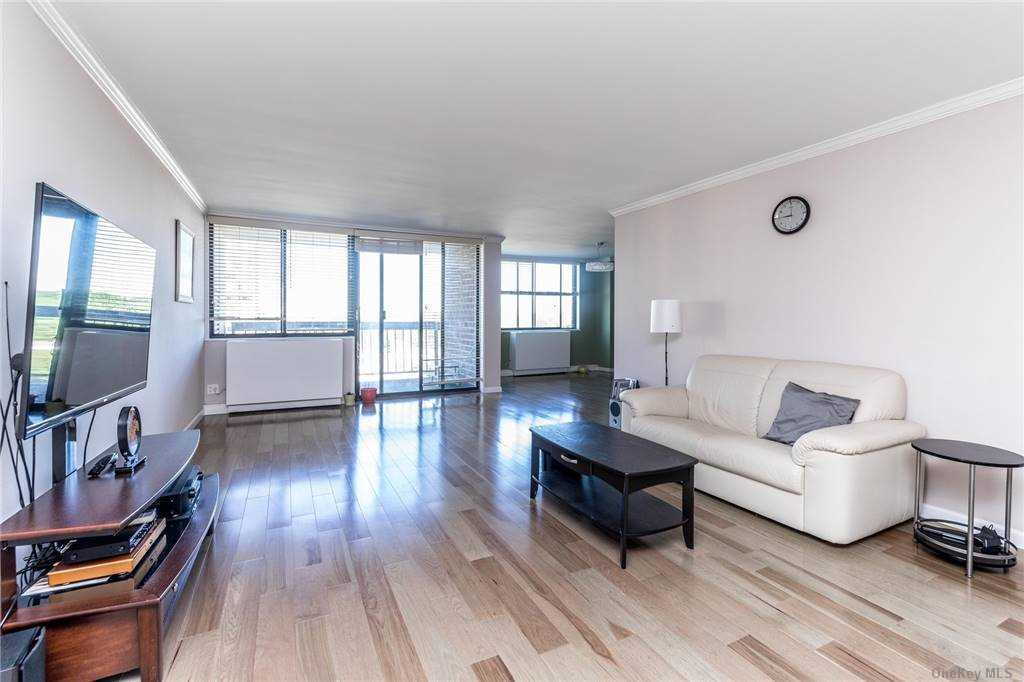 Property for sale at 2 Bay Club Drive Unit: 14 W, Bayside,  New York 11360