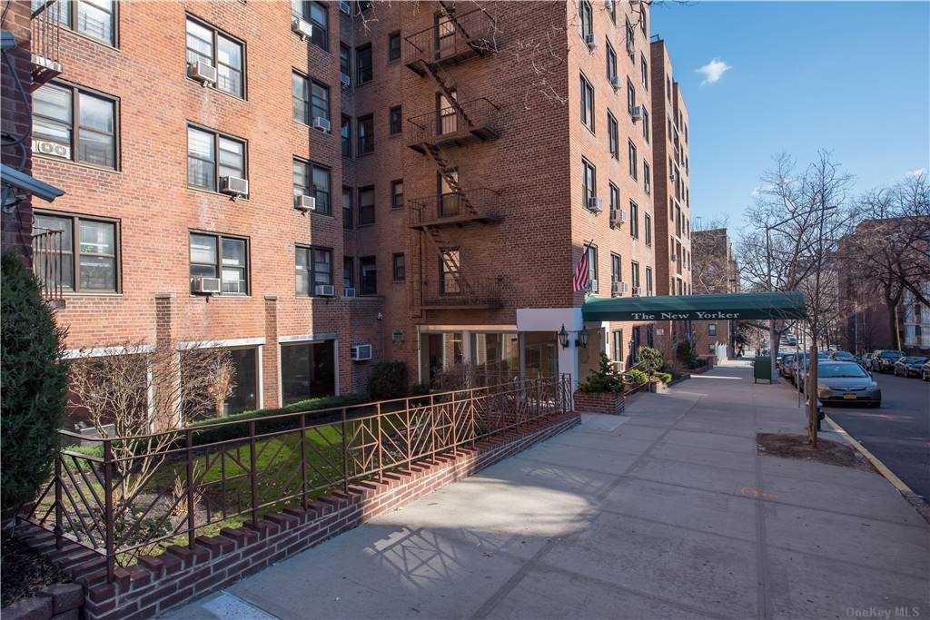 103-25 68 Avenue 2E, Forest Hills, NY 11375