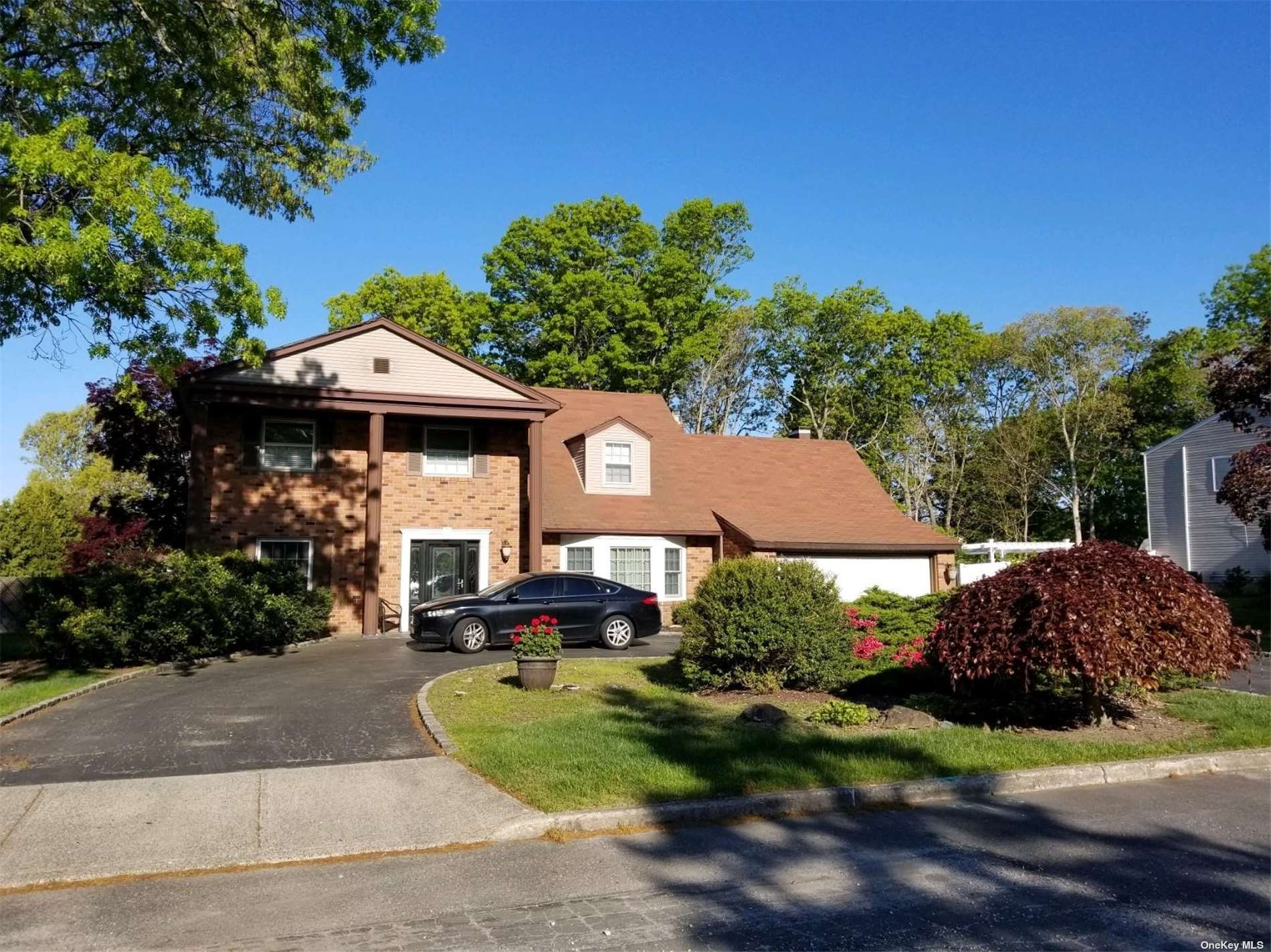 8 Greenbrier Avenue, Farmingville NY 11738