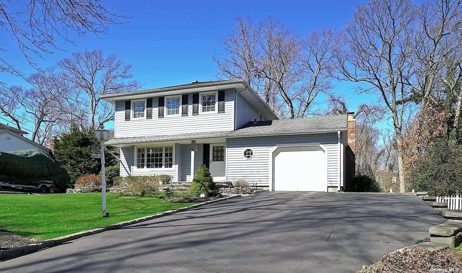 33 Falcon Drive, Hauppauge, New York11788, 3 Bedrooms Bedrooms, ,2 BathroomsBathrooms,Residential,For Sale,Falcon,3292797