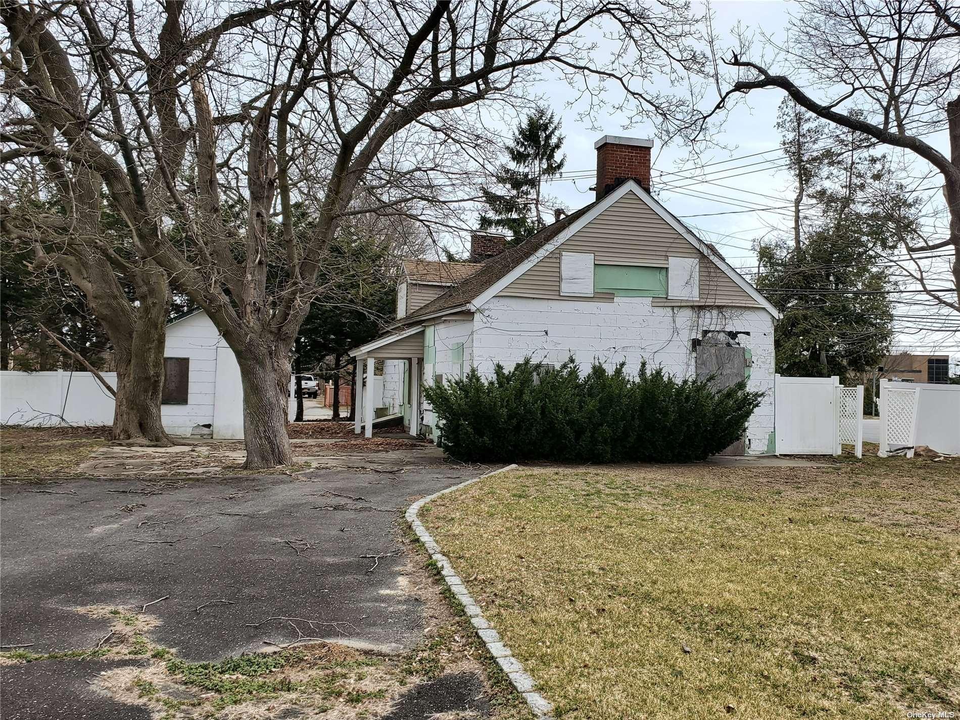 5 Laura Lane, E. Northport NY 11731