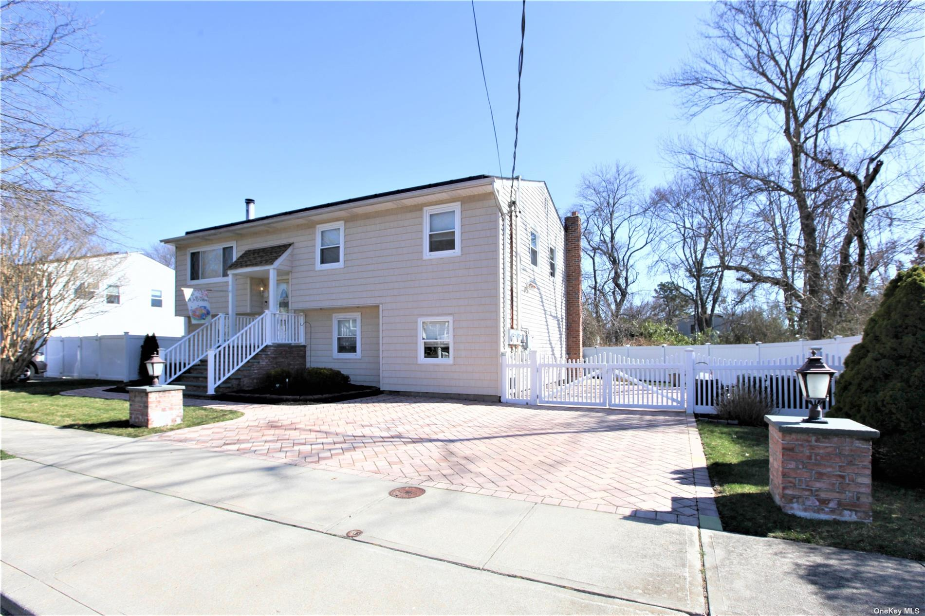 536 East Drive, Lindenhurst NY 11757