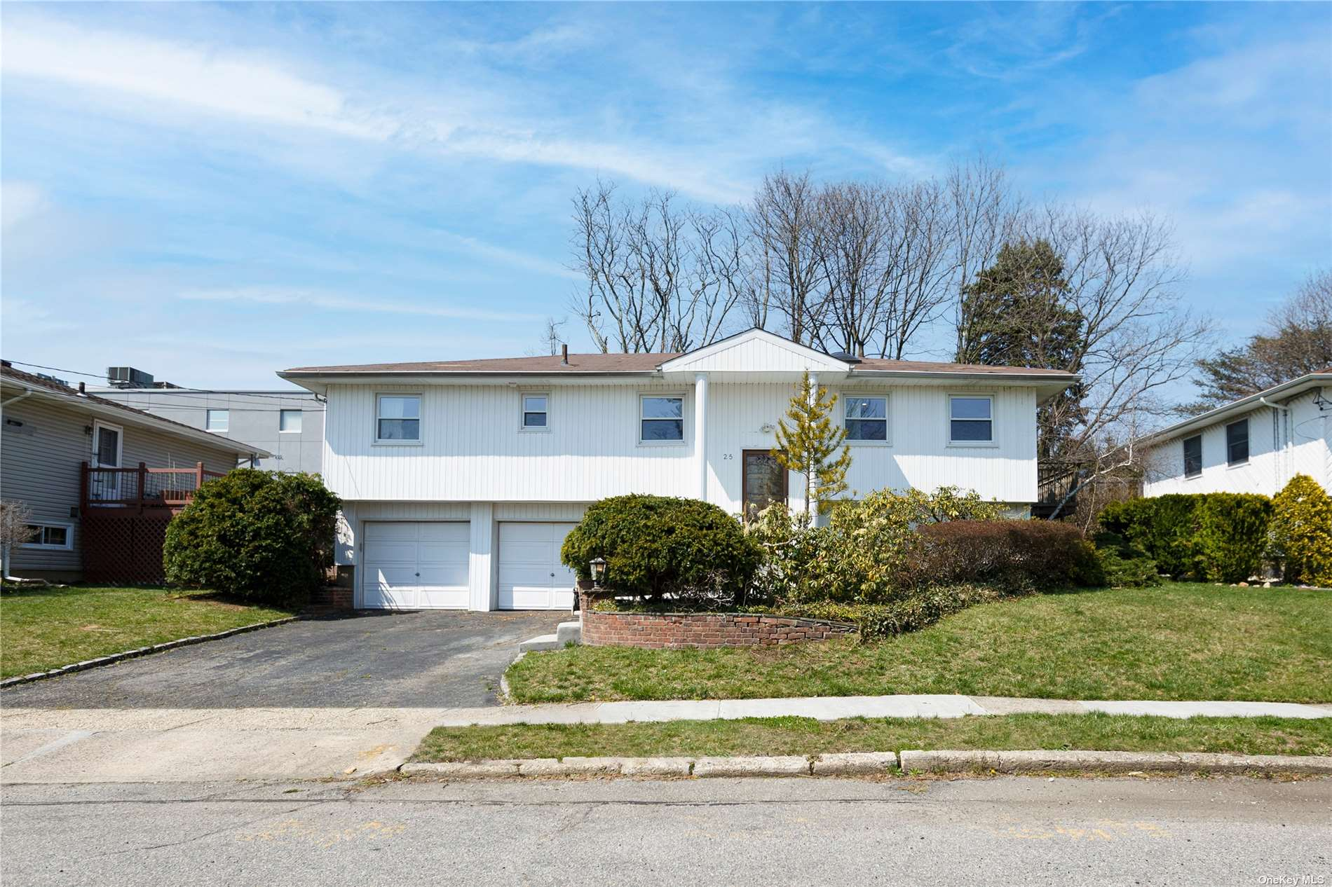 25 RUSSELL PARK ROAD, SYOSSET, NY 11791