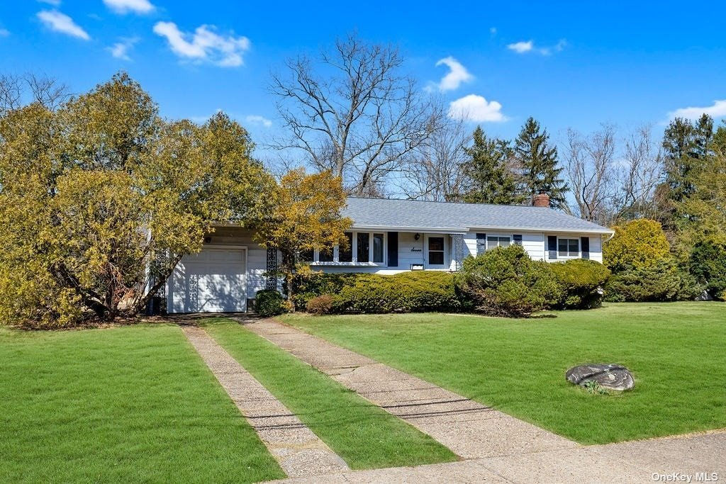 Property for sale at 7 Searington Drive, Syosset,  New York 11791