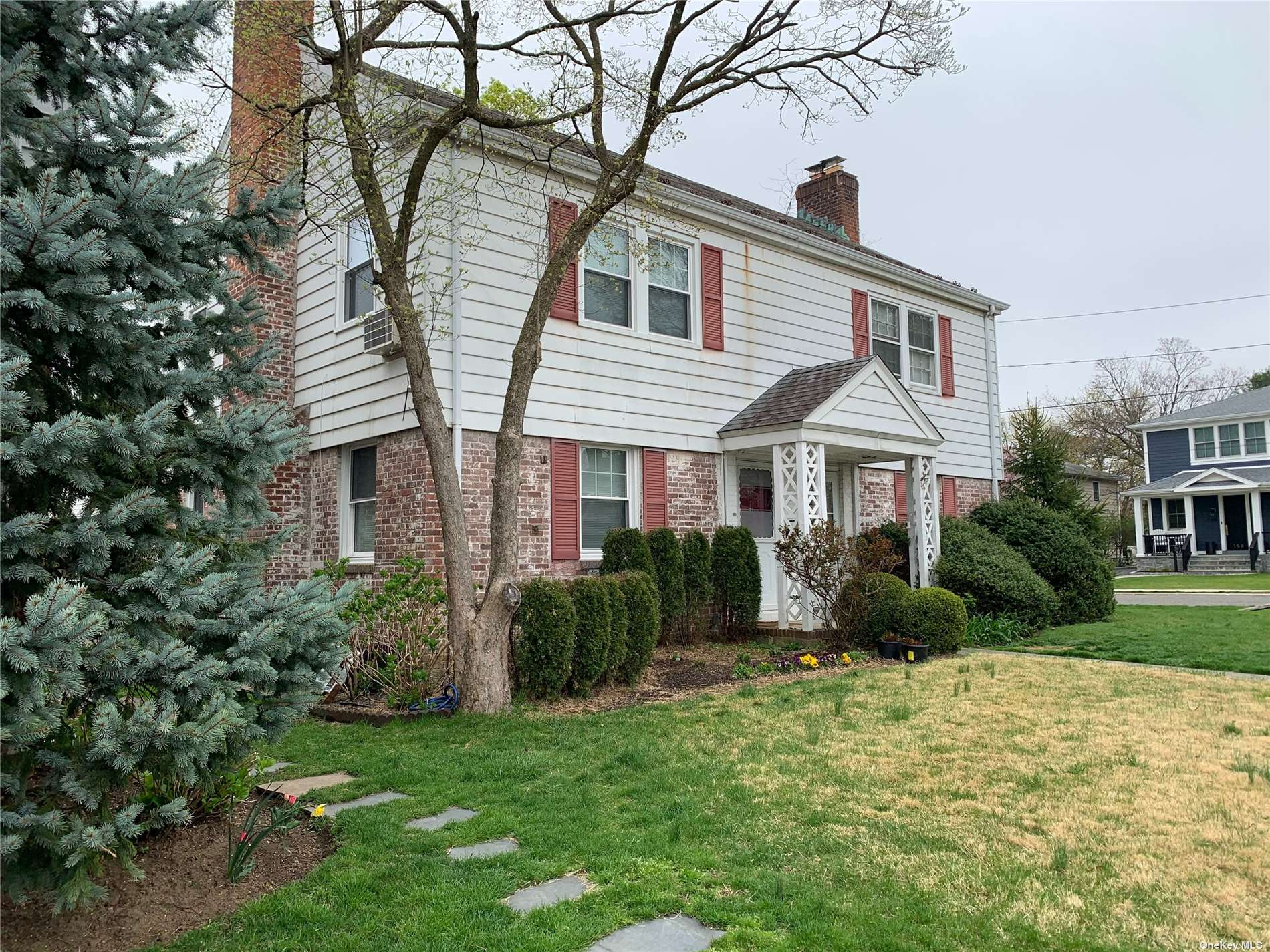 Two bedroom attached  partial brick townhouse located within walking distance to train and town. Low taxes with excellent  rated Manhasset School District.