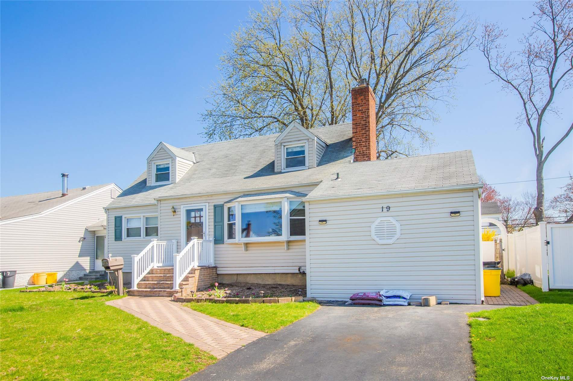A stunning newly renovated expanded cape located in Plainview. This home has about 6,000 SF in lot size. Large eat in kitchen with marble and granite counter tops, high end appliances , a full finished basement with separate entrance features family rooms.